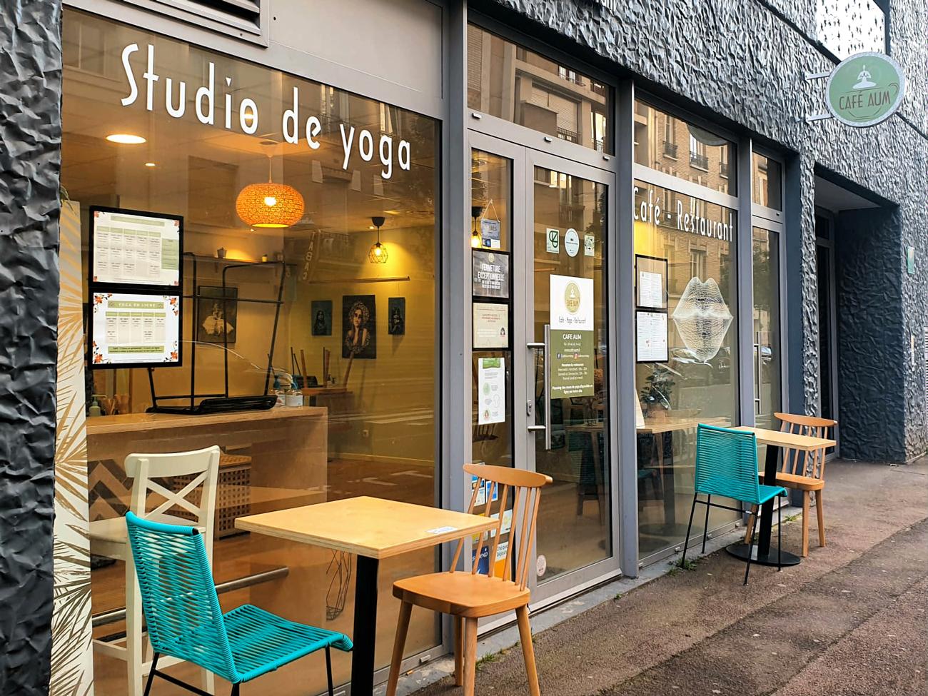Café Aum, studio de yoga, café et restaurant à Issy-Les-Moulineaux : devanture